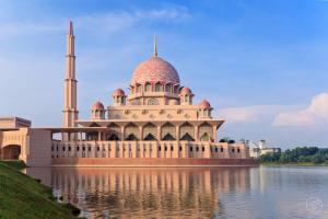 Risultati immagini per moschea di putra kuala lumpur