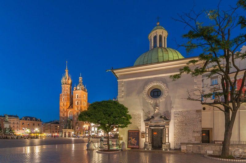 Walking tour through Krakow's famous churches